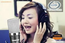Cách cầm micro để hát karaoke hay hơn 1