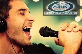 Cách cầm micro để hát karaoke hay hơn 2